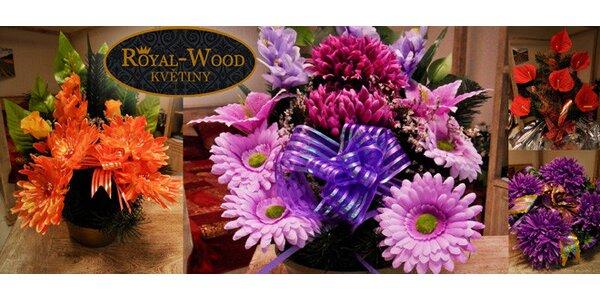 Květinové vazby v různých barvách k příležitosti Dušiček