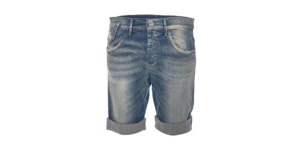Delší džínové bělené šortky