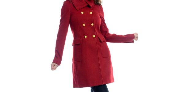 Dámský červený kabát se žlutými knoflíky Estella