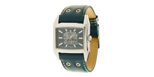 Královsky modré analogové hodinky s nápisem Tom Tailor