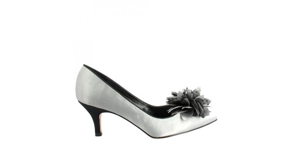 Dámské perlově šedé saténové lodičky s květinou Menbur
