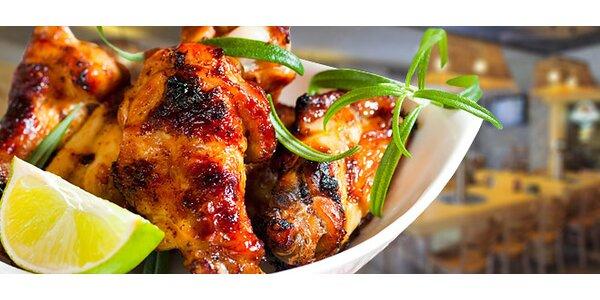 Obří porce pikantních kuřecích křídel a 3 omáčky až pro 5 lidí!