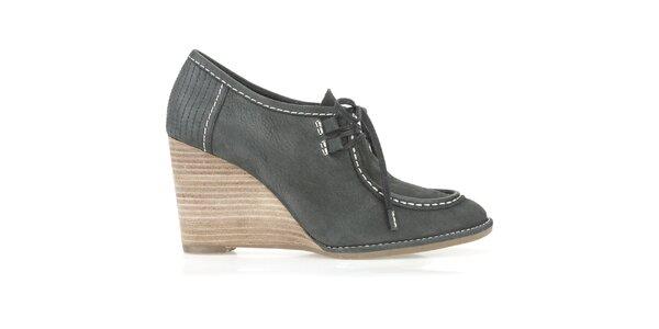 Dámské antracitové boty na klínku Clarks