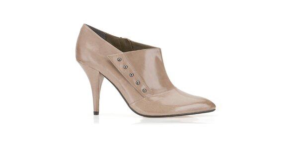 Dámské béžové boty na podpatku Clarks