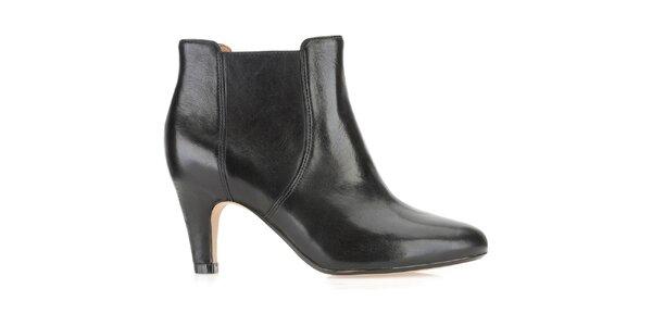 Dámské kotníčkové černé boty na podpatku Clarks nazouvací