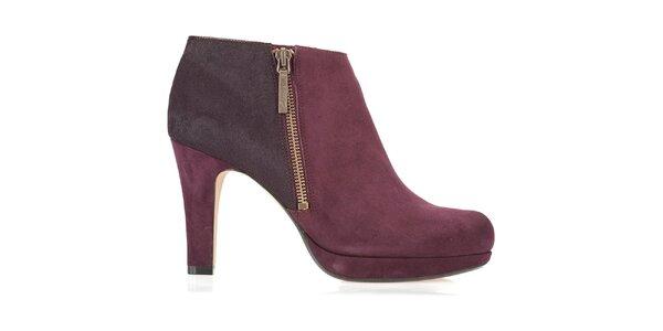 Dámské vínové semišové kotníčkové boty Clarks