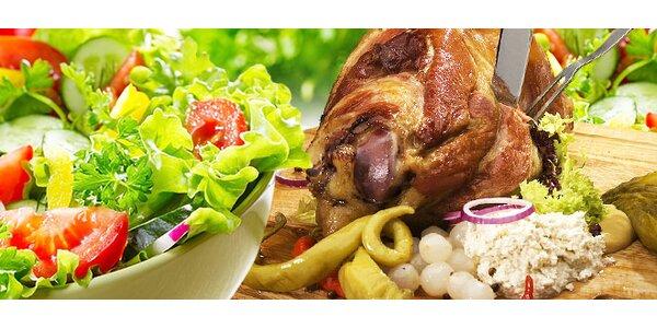 2x 700 g pečeného kolena NEBO saláty s kuřecím