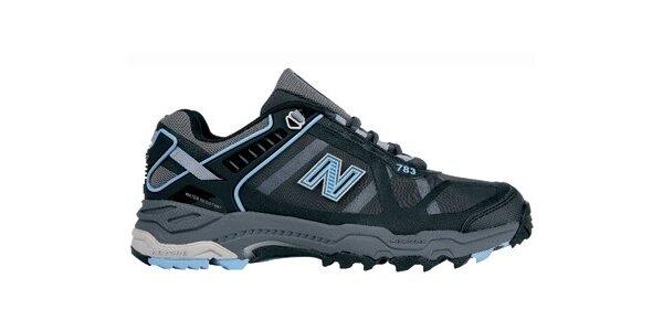 Dámské černé terénní běžecké boty New Balance s modrými detaily