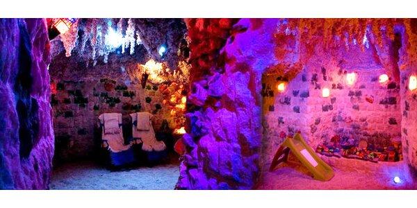 Dva vstupy do solné jeskyně v centru Plzně