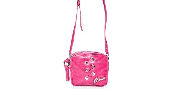 Dámská růžová kabelka Guess s ozdobným prošíváním