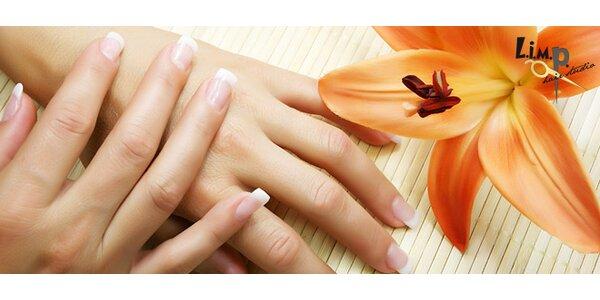 Modeláž gelových nehtů s francouzskou manikúrou