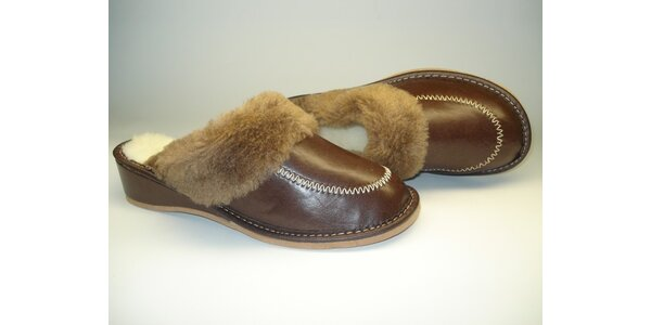 Dámské pantofle tmavě hnědé s podpatkem