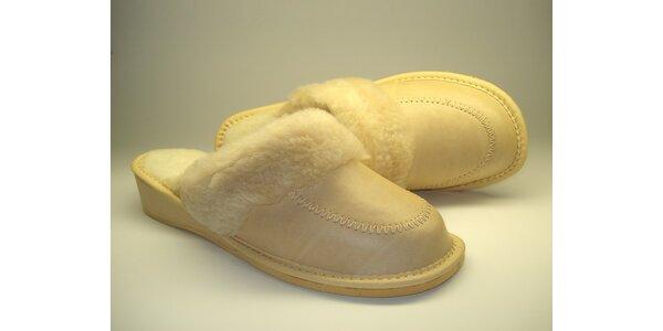 Dámské pantofle krémové s podpatkem