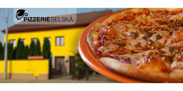 Dvě libovolné pizzy a vanilková Coca Cola pro 2 osoby v pizzerii Selská