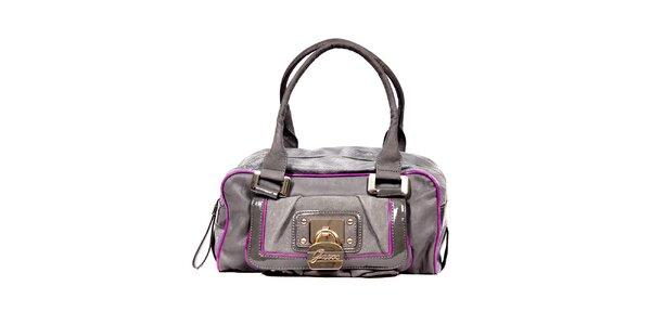 Menší šedá kabelka značky Guess s barevným lemováním