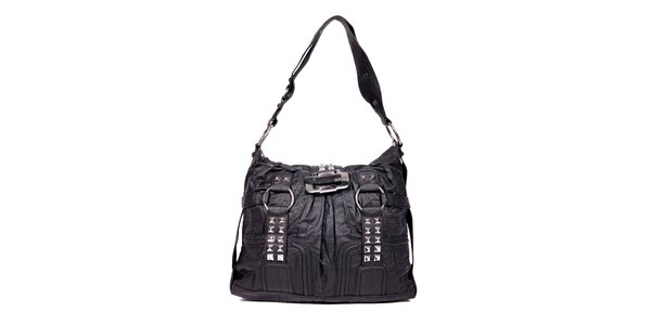 Větší černá kabelka značky Guess s ozdobnou sponou