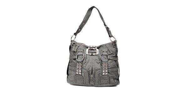 Větší šedá kabelka značky Guess s ozdobnou sponou