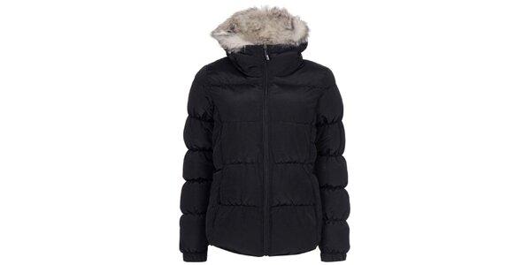 Dámská černá prošívaná bunda s kožíškem Bench