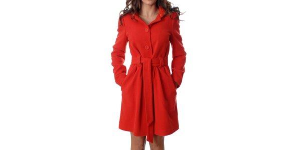 Klasický dámský červený kabátek Mya Alberta s kapucí