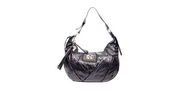 Moderní černá kabelka značky Guess
