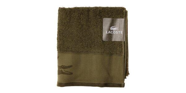 Mechově zelený ručník Lacoste