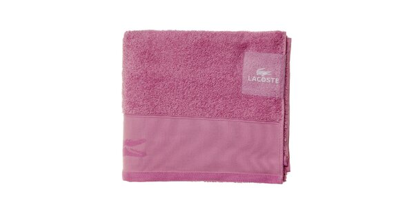 Větší světle růžový ručník Lacoste