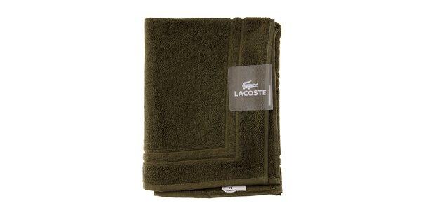 Mechově zelená koupelnová předložka Lacoste