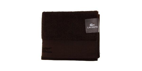 Větší tmavě hnědý ručník Lacoste