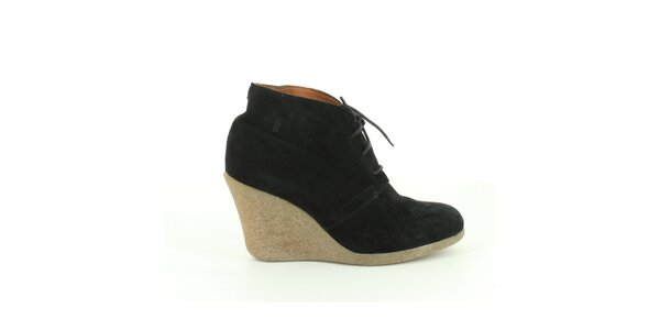Dámské černé semišové kotníkové boty Foreva
