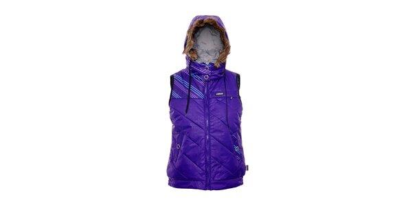 Fialová dámská zimní vesta s kapucí s kožešinou