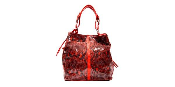 Červená kožená kabelka značky Puntotres Barcelona v imitaci hada