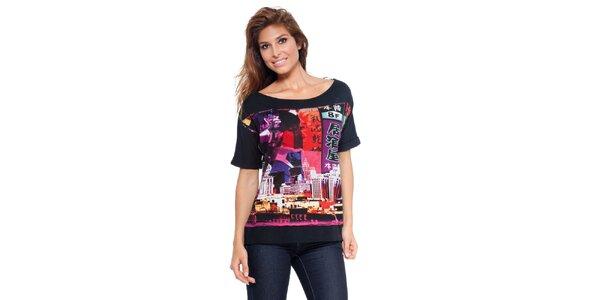 Dámské černé tričko s potiskem a lodičkovým výstřihem Peace&Love