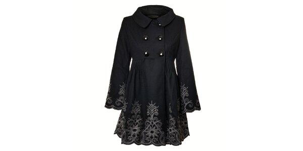 Dámský černý kabát Uttam Boutique s výšivkou