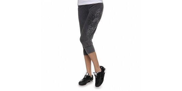 Dámské tmavě šedé tříčtvrteční kalhoty Guess s potiskem