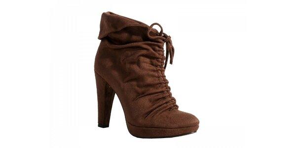 Kotníčkové hnědé boty se zavazováním