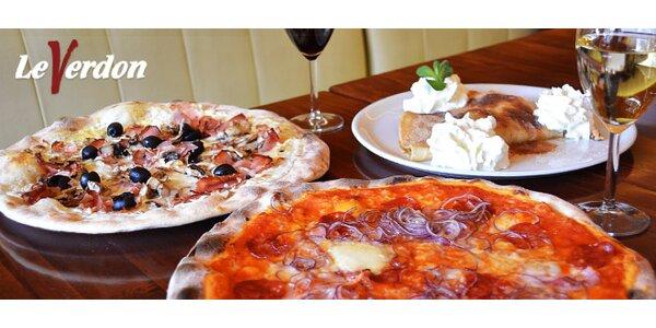 Dvě pizzy, velká palačinka anápoje pro dva