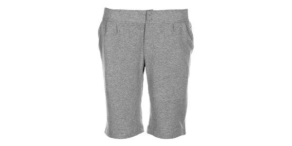 Kratší dámské tepláky DNKY v šedé barvě