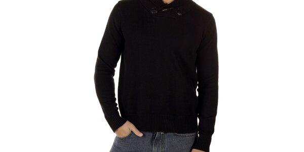 Pánský černý svetr s olivkovým knoflíkem CLK
