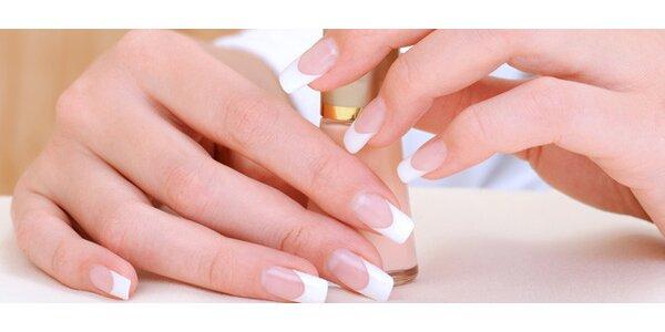 Japonská manikúra P-shine nebo modeláž nehtů