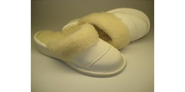 Dámské pantofle sněhově bílé s podpatkem