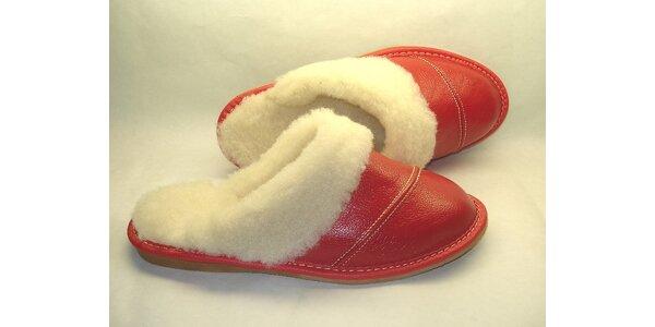 Dámské pantofle červené s nízkým podpatkem
