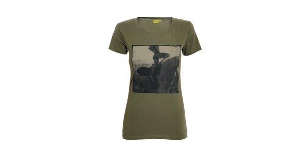 Dámské tričko s potiskem značky Humdrum v khaki barvě