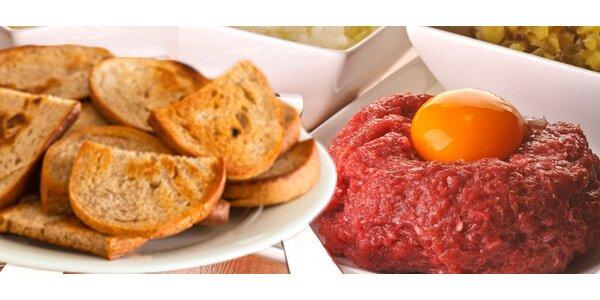 300 g tatarského bifteku z hovězí roštěné a 18 topinek