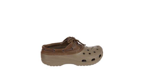 Pánské khaki dřeváky Crocs s hnědým koženým lemem