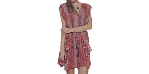Dámské pruhované šaty s volánky a vzorem Guess