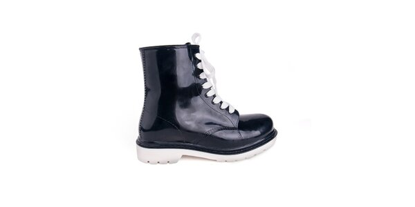 Dámské černé boty s bílými tkaničkami Via Bellucci