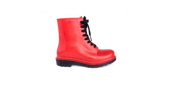 Dámské červené kotníkové boty s černými tkaničkami Via Bellucci