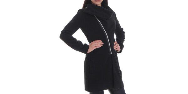 Dámský černý kabátek se zipovým zapínáním Caramella Fashion