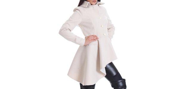 Dámský krémově bílý kabát s asymetrickou délkou Caramella Fashion