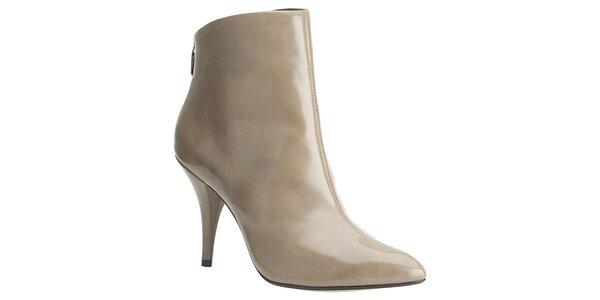 Dámské béžové lakované kotníčkové boty Clarks